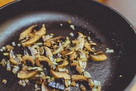mushrooms-926272__180